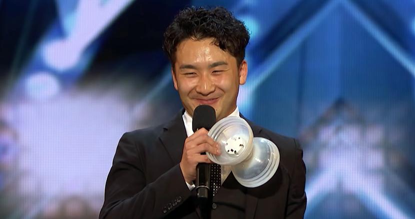 映像と融合したジャグリングに鳥肌!日本人男性がアメリカの人気オーディション番組で、審査員を総立ちに!