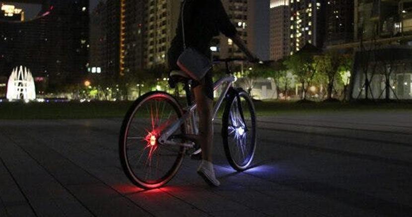 ホイールが光って死角なし。360度へ存在を知らせ、自転車に乗るあなたを守る安全灯「WHEELY」