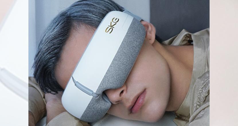 4つの機能で目元の疲れをじんわり癒す。「SKG-E3」を使ってスマホやPCによる疲れ目を解消してはいかが?