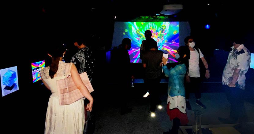 日本初!フィジカル&バーチャルNFTアート展「CAJ」開催。日本発世界で活躍するクリプトアーティストとコレクターが集結