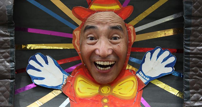 井の頭公園に立ち続ける「まだ73歳」顔面紙芝居師ピカさんの壮絶人生