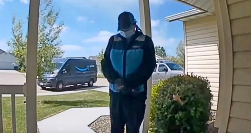 コロナリスクのある心臓疾患の赤ちゃんのため、玄関先で人知れず祈りを捧げるAmazonドライバーに感動の声