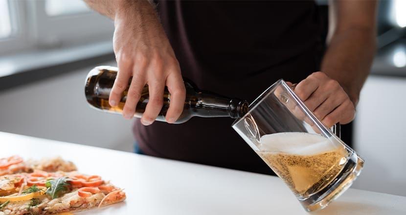 リモートワーク中に4割以上が飲酒した経験あり!最も飲んでいる職業とは?コロナ禍のアルコール依存に懸念