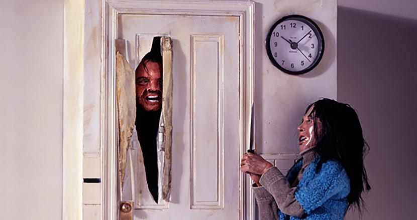 傑作ホラー映画「シャイニング」の鳩時計が注目の的!ジャック・ニコルソンが毎時ドアから出現