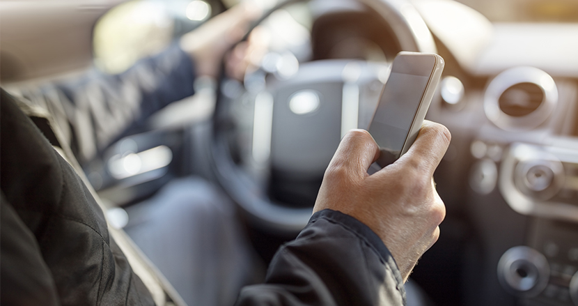 ドライバー必見!12月1日よりスマホの「ながら運転」は罰則強化。一発免停も