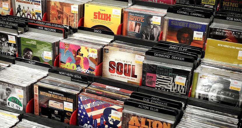 かつての2枚組CDに入っていた薄いスポンジはすぐに捨てるべき!劣化してディスクがボロボロに