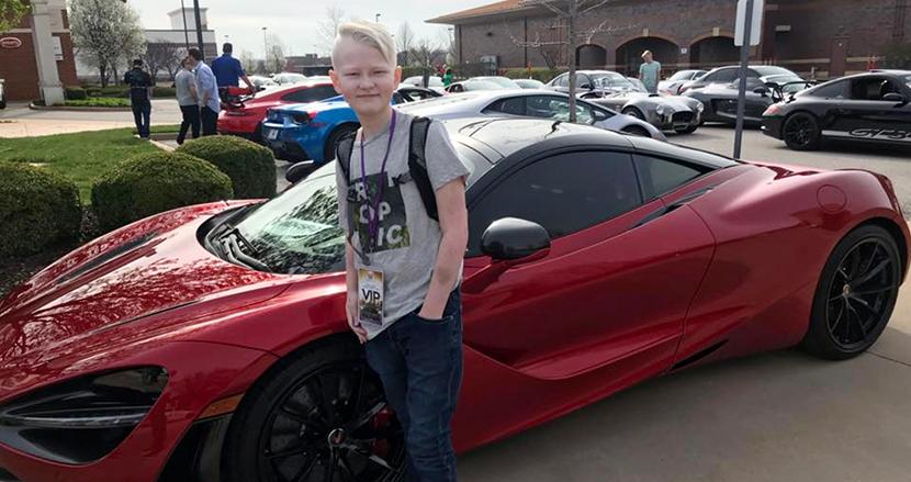 「スポーツカーで葬儀行進して」14歳の若さで亡くなった少年の願いを叶えるため、2000台以上が全米から集結
