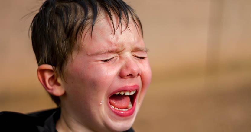 癇癪寸前の弟に呼吸法を教える6歳の兄。あっという間に落ち着かせる動画にSNS上で驚嘆の声