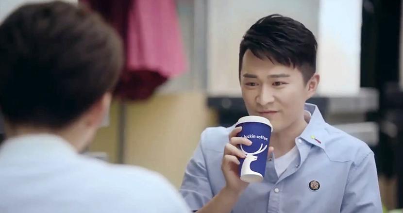動画の中にスポンサー企業の商品や看板を自然な形で合成する技術を、中国テンセントが導入。広告ブロックはもう無意味?