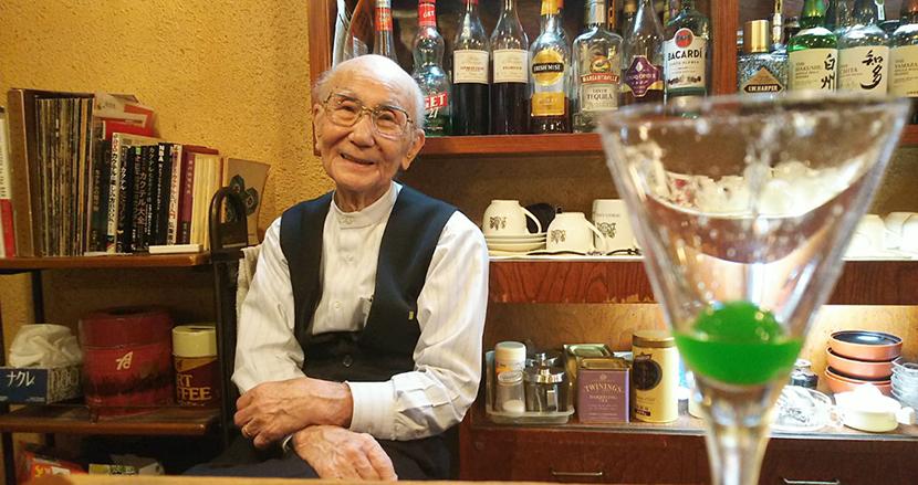 カクテル「雪国」の創作者、93歳現役バーテンダーのいる風景。【連載】友清哲のローカル×クリエイティブ(2)