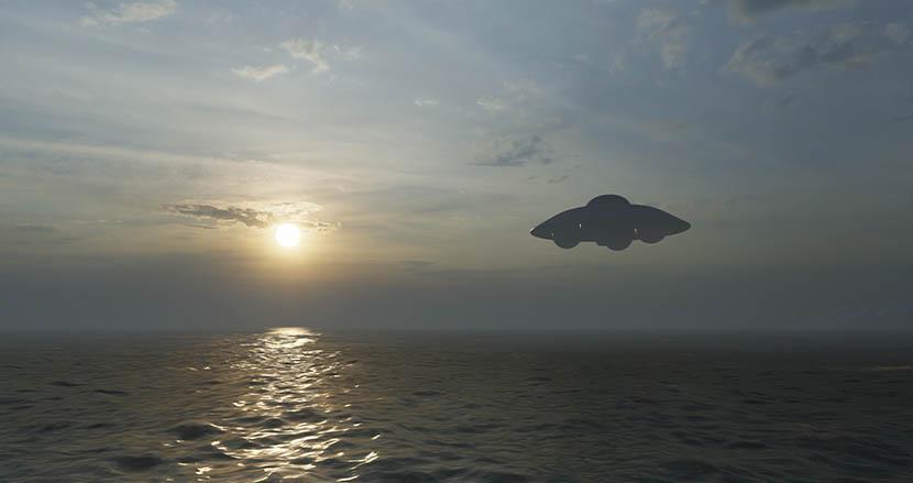 海の中へ消える球体のUFO映像が、アメリカ海軍から流出。国防総省も本物と認める