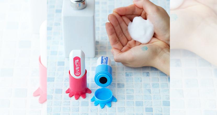 手洗いの前に手のひらにスタンプ。はんこメーカーの逆転の発想が生み出した「おててポン」がSNS上で話題に