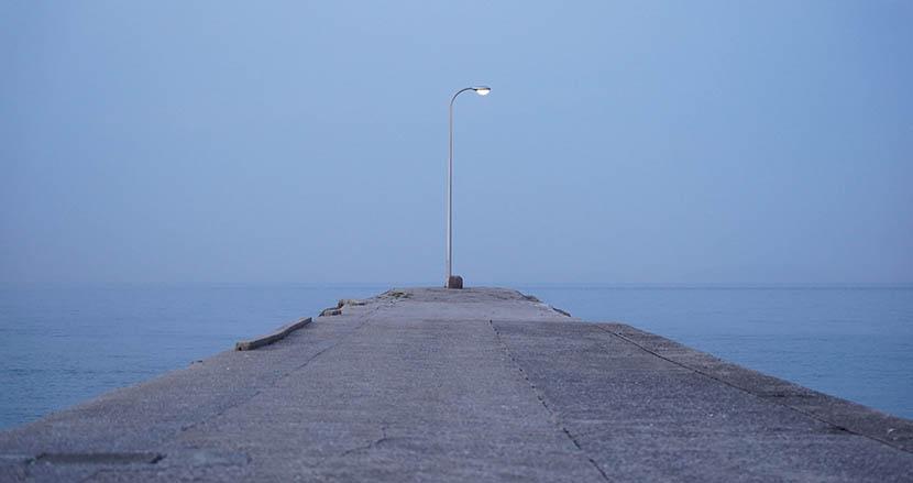 海辺にポツンと1本の外灯。「いつか帰ってくる場所」になる現代アート【連載】「ビジネス」としての地域×アート。BEPPU PROJECT解体新書(12)