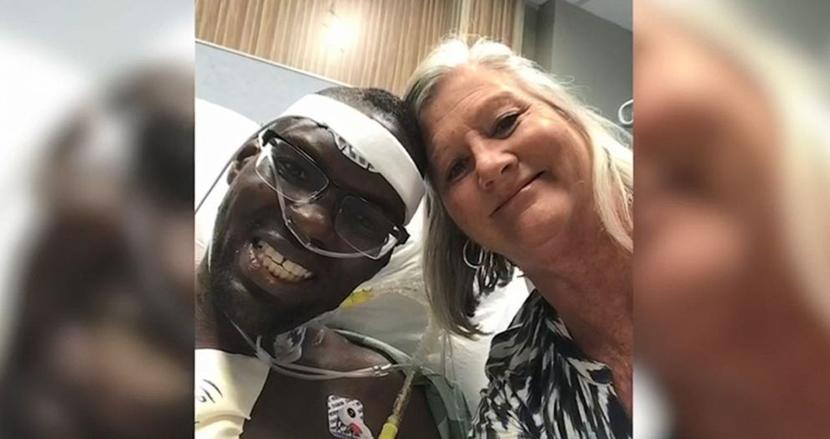 心不全で余命半年の自閉症の男性を養子に引き取った看護師、心臓移植を受けさせ命を救う。2人の絆に感動
